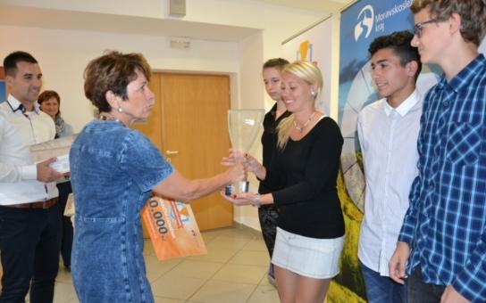 Školáci převzali Hejtmanův pohár za sportovní dovednosti. Soutěž spojuje svět pohybu se světem moderních aplikací a sociálních sítí