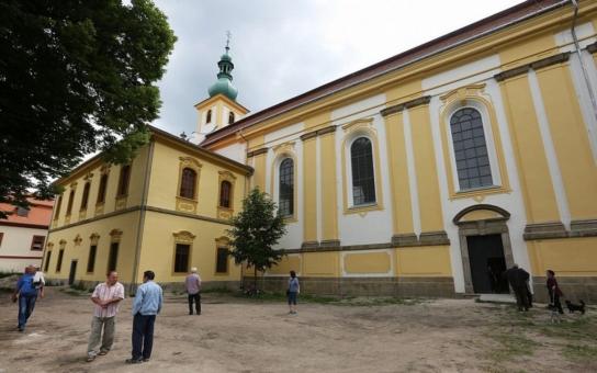 Opravený kostel v Konojedech se představil veřejnosti. Historickou kulturní památku se podařilo zachránit díky dotační podpoře Norských fondů za pouhých čtrnáct měsíců