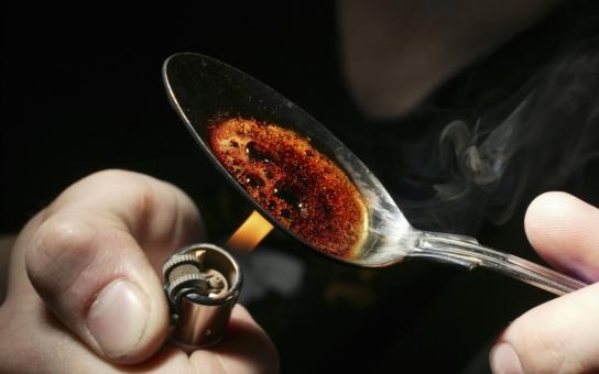 Dávka heroinu je tu za tisíc korun. Ti lidé musí krást, aby si mohli dopřát rozkoš, ohromil Babišův kandidát na hejtmana a představil město Plzeň jako město drog