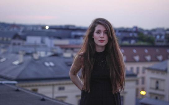 Jeden člověk výcvik ukončil z vlastní vůle, ostatní skončili kvůli zraněním nebo horečkám… Členka think-tanku Evropské hodnoty, studentka, krásná holka s vlasy po pás se dala k armádě. A prozradila, proč