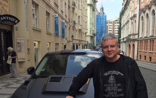 Brzy uplyne 30 let od revoluce a my pořád nemáme na sousedy. Zasloužíme si stejné platy jako v Německu, píše producent Jakub Horák v HN. A každému uprchlíkovi mapu, kurz němčiny a buzolu