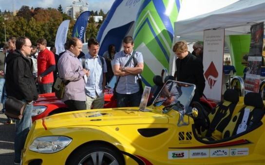 Krajská sportovní auta zdobí Mezinárodní strojírenský veletrh v Brně. Sedmičlenná 'rodina' studentských sporťáků reprezentuje výsledky projektu, který má dlouhodobě propagovat technické vzdělávání