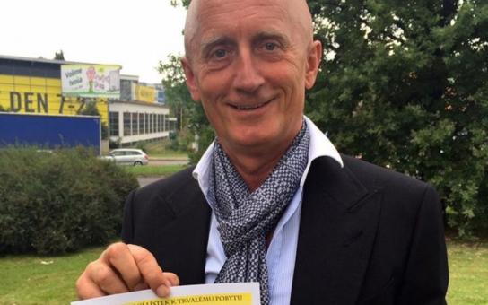 Senátor Ivo Valenta, který za stranu Svobodných a Soukromníků kandiduje na post hejtmana Zlínského kraje, má trvalé bydliště ve Zlíně. Úřady to potvrdily