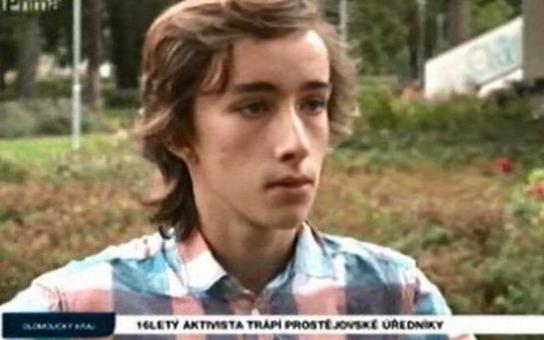 Teprve šestnáctiletý aktivista z Prostějova je v boji s úředníky nemilosrdný. Dosáhl obnovení jednání o možném střetu zájmu tamních politiků