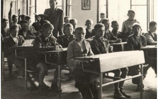 Tak s tímhle na vás dýchne nostalgie starých dob. Historické školní pomůcky, dokumenty: Archiváři připravili výstavu ´Jak se v Pardubicích vyučovalo´