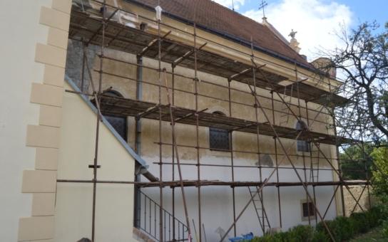 Z městského rozpočtu Znojma putuje milion korun na obnovu kostelů. Znojemský kostel sv. Mikuláše už je opraven, na opravě kostela sv. Zikmunda v Popicích se pracuje v těchto dnech