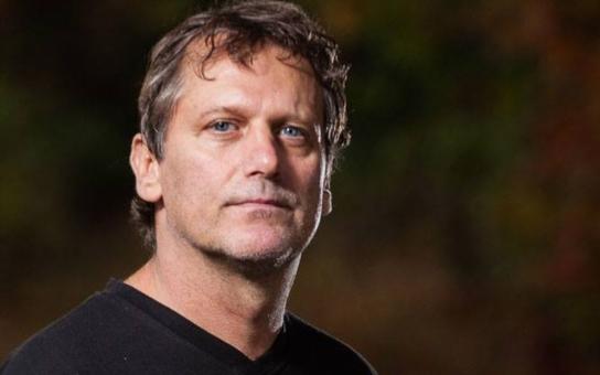 Záhadná smrt seriálového herce: Tomáš Valík zemřel s vysokou pravděpodobností na AIDS. Rodina mlčí, ale pražská gay komunita ví své… A takový to býval krásný kluk, podívejte se
