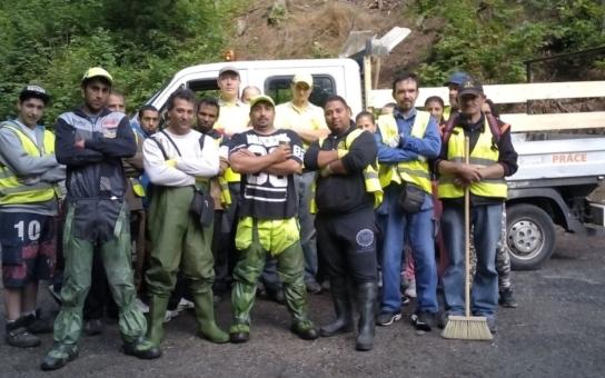 Čtyři a půl tuny odpadu vyklidili jablonečtí pracovníci veřejně prospěšných prací z řeky Nisy. Našli tam tolik nábytku, že by se z toho dal zařídit byt