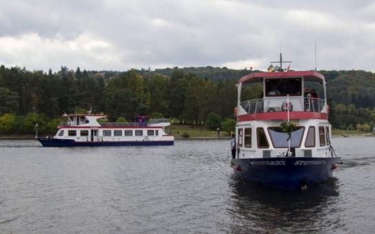 Jubilejní 70. sezóna byla pro lodní dopravu rekordní, po Brněnské přehradě se svezlo 240 000 lidí. Pro zaměstnance ale práce rozhodně nekončí