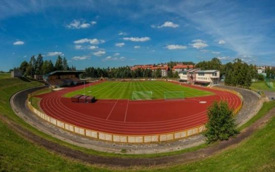 Po dlouhých čtyřiceti letech se fotbalisté sokolovského Baníku konečně dočkají nového trávníku. Jeho výměna a související práce přijdou na jedenáct milionů