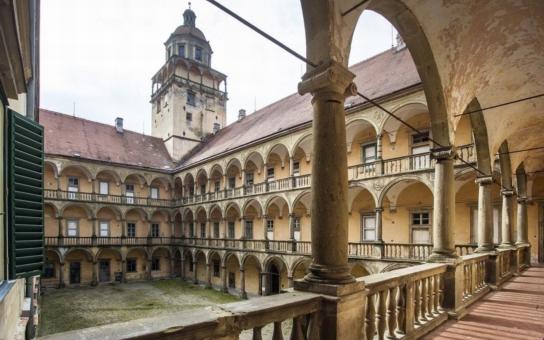 Moravský Krumlov podal žádost o dotaci na rekonstrukci zámku.  Plánován je i prostor pro umístění Slovanské epopeje