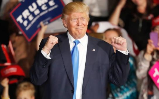 V pořadí je sice Donald Trump pětačtyřicátý, přesto má v dlouhé řadě amerických prezidentů jedno prvenství. Kromě něj žádný z nich nehrál v reklamě, navíc na pizzu. Nevěříte? Mrkněte na video