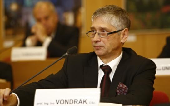 Moravskoslezský kraj má nové vedení. V čele je babišovec Vondrák, k ruce bude mít osm náměstků. Dnes prozradil, co považuje za nejdůležitější cíle