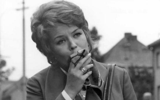 Takhle si své pětasedmdesátiny rozhodně nepředstavovala. Místo s rodinou je známá herečka nejspíš oslaví za zdmi bohnické léčebny. Dostaly ji tam problémy, které 'léčila' alkoholem. Tajnosti slavných