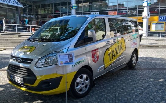 Taxík Maxík bude jezdit po celé Praze za pouhých 60 kaček za hodinu. Radnice Prahy 5 nabídne svým seniorům a zdravotně postiženým občanům novou přepravní službu