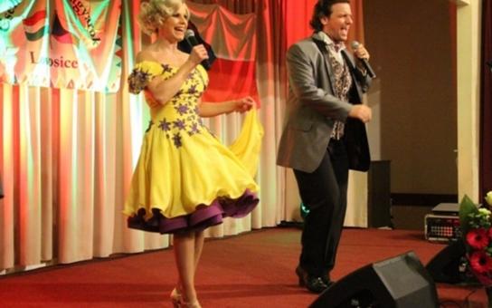 V Lovosicích otevřeli Maďarské kulturní centrum, národní večer se nesl v duchu tradiční hudby, jídla a pití. Kromě výuky maďarštiny centrum nabídne kulturní a společenské akce