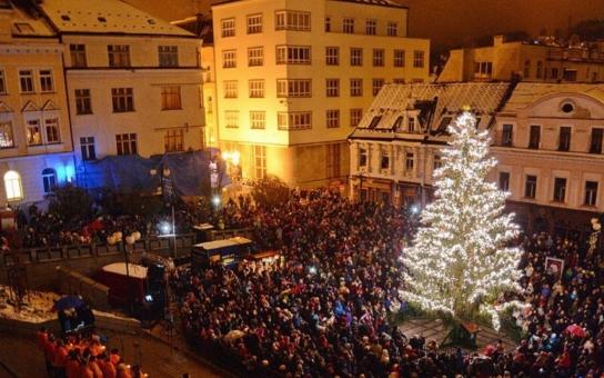 Letošní jablonecký vánoční strom dostane k výročí města nové ozdoby. Další lahůdku pro milovníky sváteční romantiky nabídne vestibul radnice
