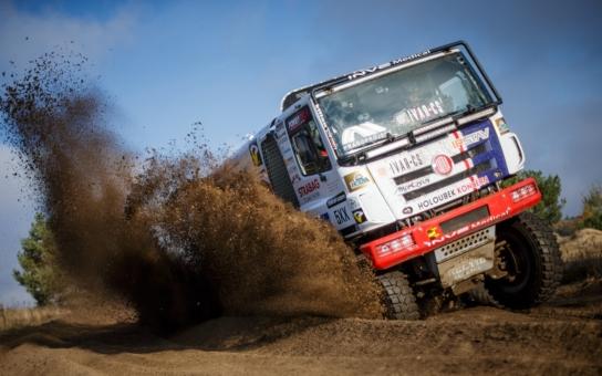 Aleš Loprais se vrátí za volant soutěžního speciálu; s Martinem Kolomým mohou bodovat dvě špičkové posádky… Tatry na Dakaru II: Nedávná historie a žhavá současnost soutěžních tatrovek