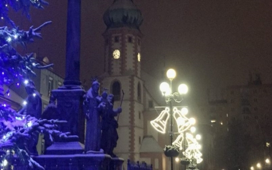 Sokolovský advent zahájí v neděli rozsvícení vánočního stromu na Starém náměstí. Sváteční polévku budou rozdávat zastupitelé v čele se starostou Janem Pickou