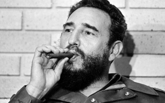 Chlípný Fidel Castro měl zálusk na Pilarovou i Vondráčkovou. Prsty v tom měl i Husák. Šokující svědectví o choutkách mocných mužů. Desetitisíce milenek jako zákusek po jídle