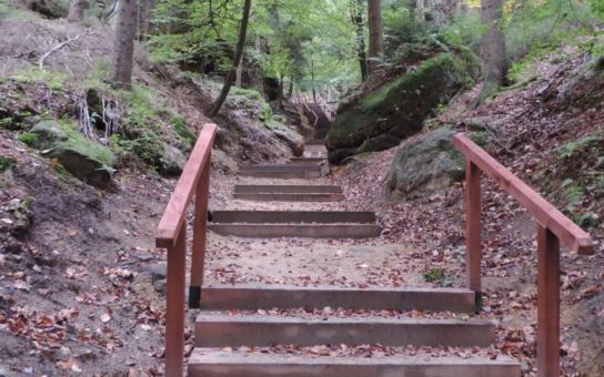 Turistická stezka v Modlivém dole je po rekonstrukci. Na významné poutní místo byla po 43 letech opět instalována křížová cesta se čtrnácti zastaveními