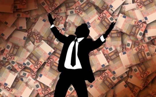 Kam teče český i nadnárodní kapitál? Kamkoliv, jenom ne zpátky do Čech, říká uznávaná ekonomka. A vláda těžko někoho přesvědčí, že by měl své investice vracet zpět do země