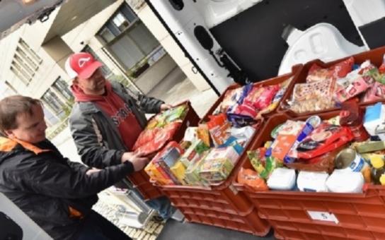 Půl tuny potravin nazbyt? Tolik dokázali dát dohromady zaměstnanci krajského úřadu a věnovat lidem v nouzi