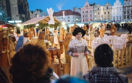 Adventní prohlídky Plzně poodhalí tajemství historie Vánoc i tradiční zvyky. Komentovaná procházka s průvodcem v dobovém kostýmu vám umožní vychutnat si jedinečnou předvánoční atmosféru okolí náměstí Republiky