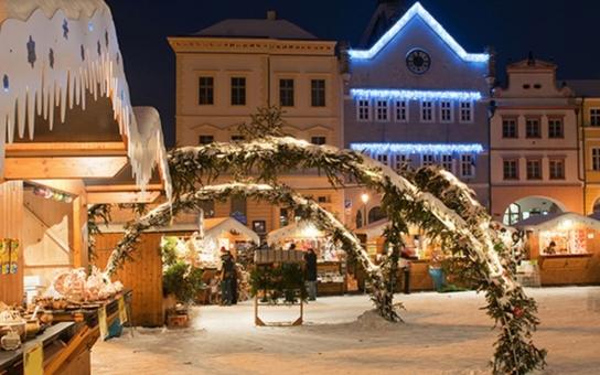 Atmosféru blížících se svátků vánočních navodí v sobotu 3. prosince v Hradu Litoměřice již tradiční Adventní jarmark. V kapli zádušní mše se bude konat za krále Karla IV., pořádaná u příležitosti 638 let od jeho úmrtí