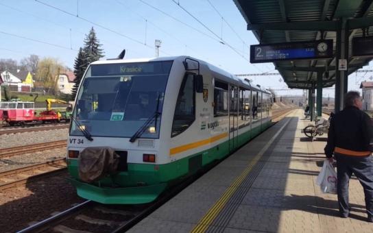 Jihočeský kraj ušetří 300 milionů korun. Díky podpisu smlouvy s GW Train Regio, která zajistí osobní přepravu na třech regionálních železničních tratích