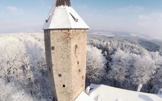Kraj Vysočina získal evropské prostředky na nové expozice Hradu Roštejn. Tradiční muzejní prvky doplní moderní technologie, projekt počítá s restaurováním olejomaleb, dřevěných plastik i obnovou nábytku