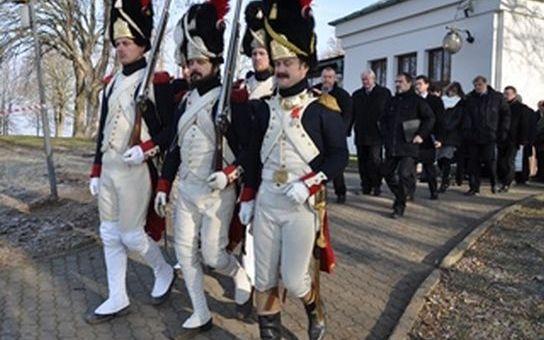 Pietní akt na Mohyle míru završil vzpomínkové akce k 211. výročí bitvy u Slavkova. Podle odhadů v tomto střetnutí přišlo o život  až 33 000 vojáků