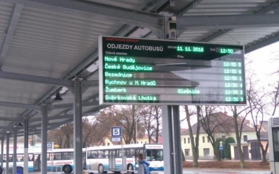 Po padesáti letech autobusové nádraží v Trhových Svinech konečně obléklo nový kabát. Rekonstrukcí se zvýšila kapacita, a ještě zbylo místo pro parkoviště
