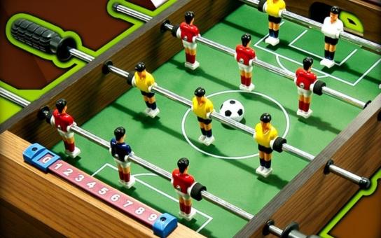 Nové centrum stolního fotbalu vzniklo v rožnovském Společenském domě. Fandím lidem, kteří nesedí doma, prohlásil senátor Valenta