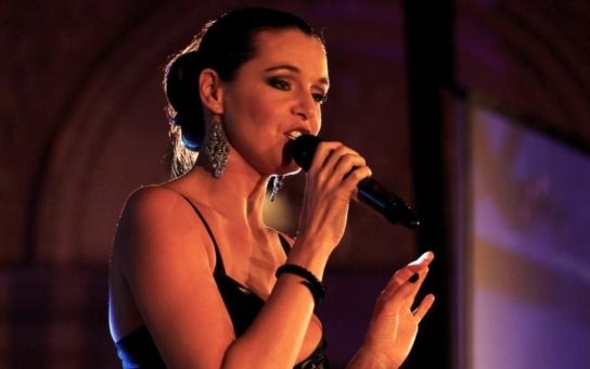 Zlatým volantem provede Iva Kubelková, zazpívá Monika Absolonová či Olga Lounová. Jubilejní galavečer se má líbit hlavně pánům