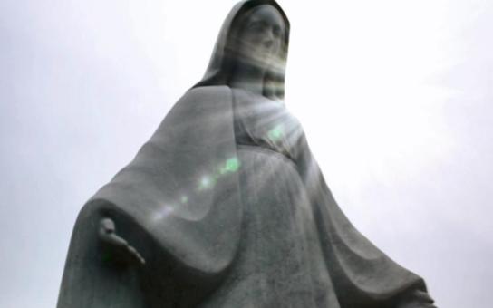 Jak tichá pošta. Mediální kachna obletěla Česko, začala to dokonce ČTK. Prý se kvůli muslimům musí zbourat ve Francii socha panenky Marie. Ve skutečnosti v roce 2011 v městečku Publier…