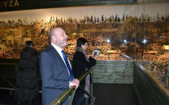Delegace partnerských měst Dunajská Streda a Neckargemünd navštívily Jindřichův Hradec. Mrkly do likérky, muzea i na vánoční trhy