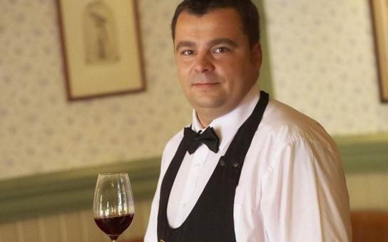 Jak říkávaly naše babičky, jez a pij to, odkud pocházíš, toho se držím. Nejraději mám moravská vína, ryzlinky, frankovku...  O víně se sommelierem Martinem Žůrkem