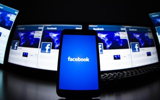 Facebook nemá jinou možnost, než se stát nástrojem zkázy. Komentář Štěpána Chába