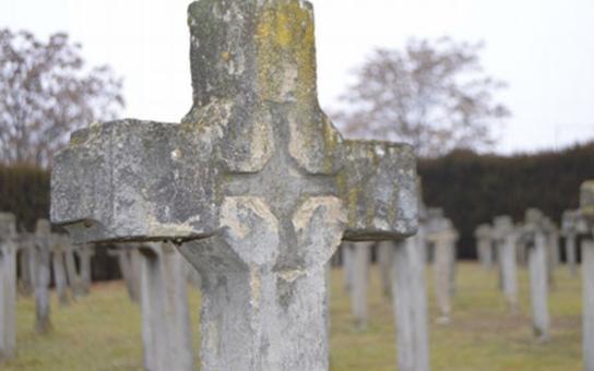 Znojemská radnice usiluje o obnovu pamětních křížů válečných hrobů na hřbitově v Louce. Pokud získá dotaci, obnova bude zahájena v roce 2018