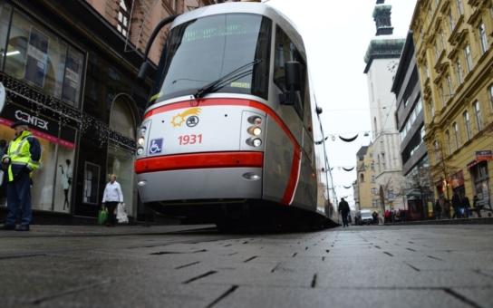 Devatenáct nových tramvají dostalo jména po brněnských osobnostech. Soupravy vytvořily český rekord