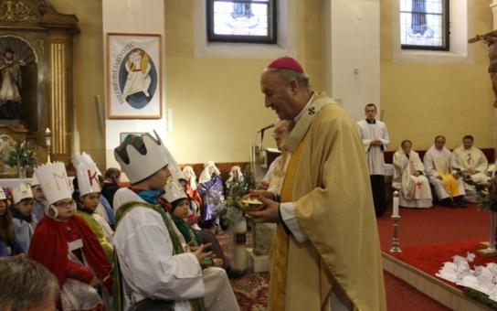 Arcibiskup Jan Graubner požehnal ve Vsetíně koledníkům. Tříkrálová sbírka pro potřebné se uskuteční od 6. do 9. ledna
