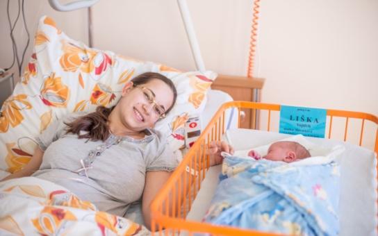 Prvním miminkem roku 2017 je v jižních Čechách Vojtěch z Českých Budějovic. Jako poděkování získala jeho maminka od nemocnice nadstandardní pokoj