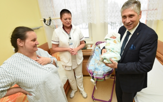 Ani ve snu mě nenapadlo, že bude René prvním miminkem roku, říká maminka, jejíž dítě pochoval dnes nejvyšší představitel kraje