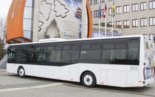Olomoucký kraj pořídil speciální autobus. Využijí ho hlavně příspěvkové organizace a neziskovky