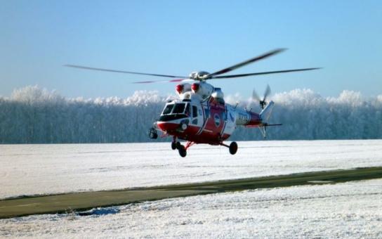 Armádní záchranářský vrtulník odstartoval poprvé již na Nový rok. Při návratu na posádku čekal před hangárem v Bechyni generál Bečvář