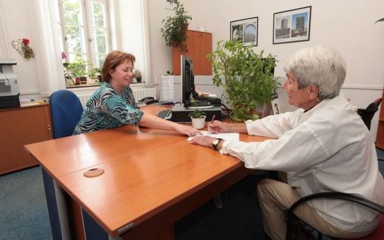 Senioři z plzeňského centrálního obvodu budou moci letos opět využít bezplatné právní pomoci. Poradenství je zajištěno prostřednictvím kvalifikovaných advokátů s dlouholetou praxí