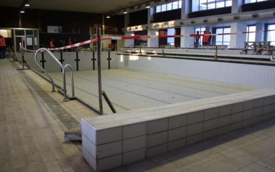 Zastupitelé zvažují rozšíření rekonstrukce krytého bazénu v Roudnici. Po odkrytí stropních panelů byly totiž zjistěny zásadní nedostatky