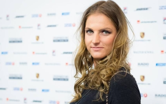 V tenisu mi nosí štěstí, ale je to totálně ztracený případ… Přesto je Plíšková do Michala Hrdličky zamilovaná až po uši; jak to ti dva mají?