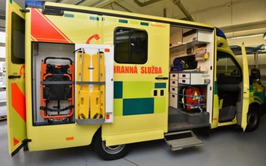 Záchranáři mají nové vozidlo pro speciální transporty. Pomůže nemocným s mimotělním krevním oběhem. Nosítka unesou až tři sta kilogramů